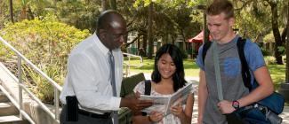 Dr. Timothy Beard consulting with students